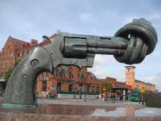 This picture shows a funny gun that seems strategically complicated to shoot from